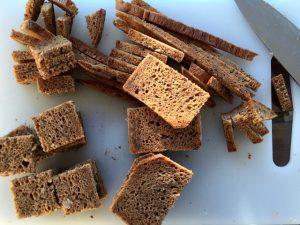 Cubi di Pane per Salmone